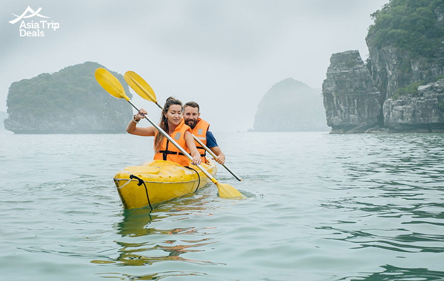 kayaking to discover the spectacular beauty of Ha Long Bay