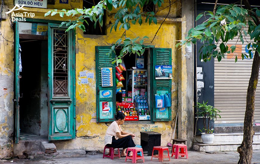 street vendors in Hanoi is a familiar sight