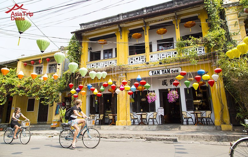 cycling to discover the tranquility of Hoi An old town